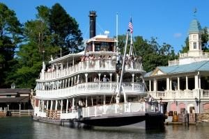 Liberty_Square_Riverboat